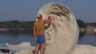 Превърнаха 700 тона пясък в 10 огромни фигури (СНИМКИ И ВИДЕО)