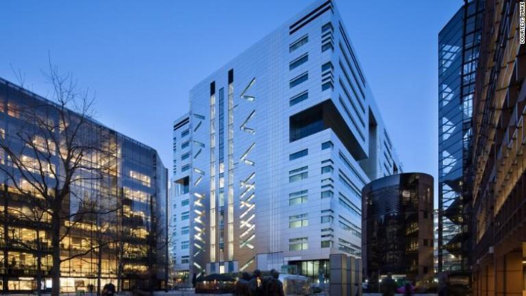 Централата на UBS в Лондон бе продадена за $100 милиона - на етаж