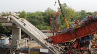 5-има загинаха при срутване на мост в Ню Делхи