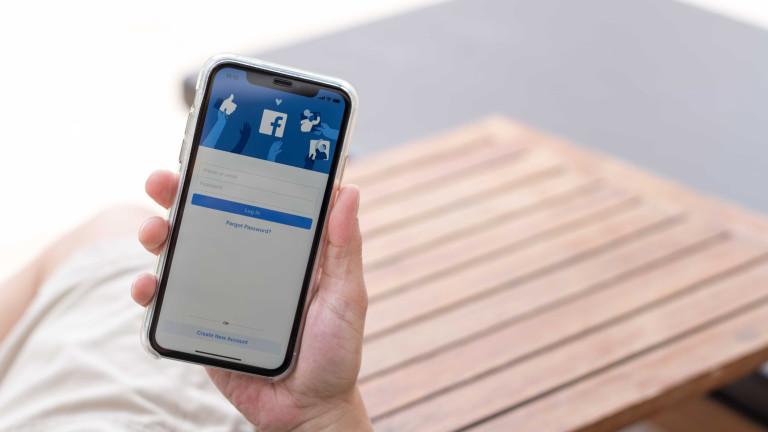 Наблюдава ли ни Facebook през камерата на iPhone
