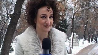 Деси Тенекеджиева като звезден репортер