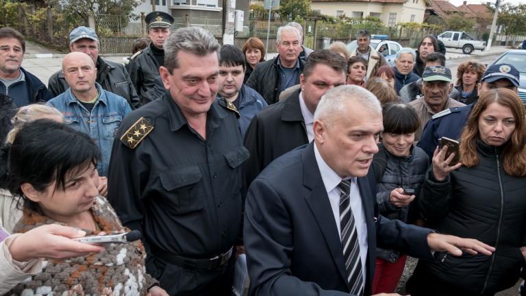 Валентин Радев: Пожарната в Брусарци остава да работи