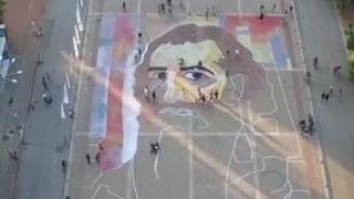 Нарисуваха Владимир Димитров-Майстора на площад (ВИДЕО)