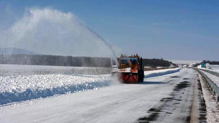 Сняг, дъжд и поледици по пътищата