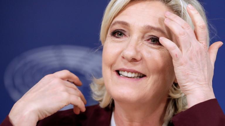 Водачката на опозиционната крайна десница във Франция Марин льо Пен