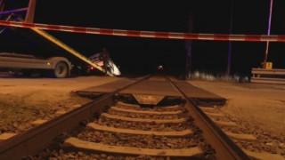 Товарен влак помете лека кола край Шумен