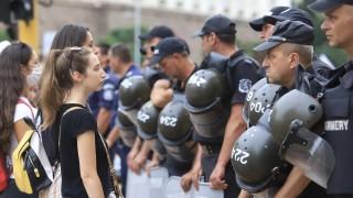 Абсурдно било сред униформените на протеста да попадне човек извън редиците на МВР