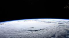 """Ураганът """"Лейн"""" предизвика наводнения и свлачища на Хавайските острови"""
