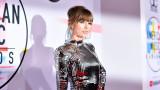 Тейлър Суифт раздава пари на феновете си