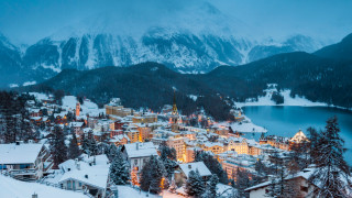 Швейцарският курорт, където милиардери и кралски особи ходят на ски