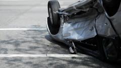 Пиян шофьор без книжка се обърна по таван в Пловдив