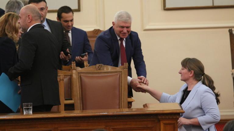 Новият социален министър Деница Сачева видя добре организирана мини кампания