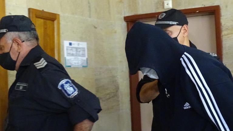 Остават за постоянно в ареста обирджията в Дупница, съобщават от