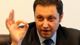 Янев обяви КПКОНПИ за аматьори, Манолев за феодал, а Кунева прокарала скопен закон