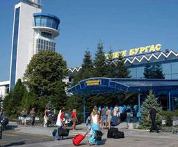 Стотици руски туристи блокирани на летище Бургас