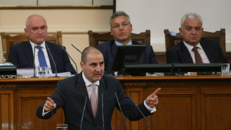 БСП вреди на политическата система с компроматната война, критикува Цветанов