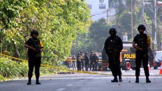 14 души са ранени при взрив в църква в Индонезия