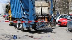 Боклукчийски камион блъсна жена с 3-годишото й дете в София