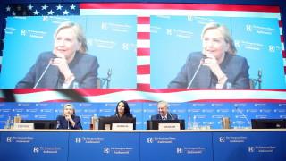 Клинтън към Тръмп: Не ме предизвиквай