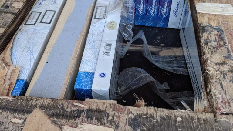 Митничари заловиха 980 000 цигари в тайници на два хладилни