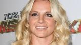 Бритни Спиърс за малко да остане без горнище (ВИДЕО)