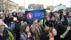 Хиляди унгарци на протест срещу закона, закриващ университета на Сорос
