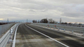 """Разлив на масло ограничи движението по магистрала """"Хемус"""""""