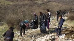 Жители на старозагорска махала почистват около домовете си