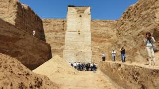 Пловдивски археолози откриха фрагменти от букви в Голямата могила