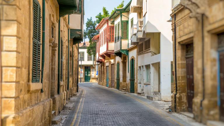 Полицейски час в Кипър след скок на заболели