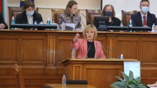 Мая Манолова иска 1400 лв. депутатска заплата