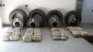 """Откриха 94 кг. канабис в резервните гуми на """"Скания"""""""