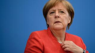 Меркел подкрепя Вебер за председател на ЕК