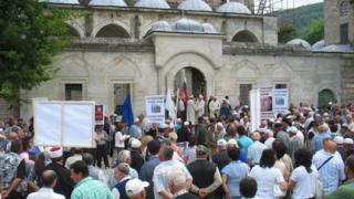Мюсюлманите готвят протести