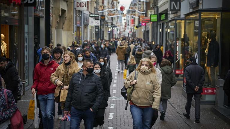 Холандия се готви за строги ограничения преди Коледа заради ръст на заразените