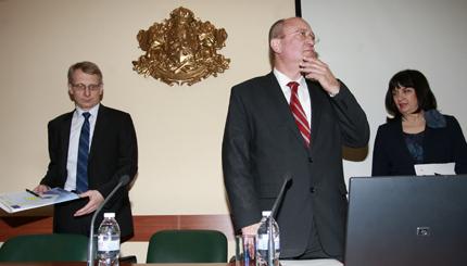 Часовете по физическо да не се намаляват, извоювал Тодор Танев
