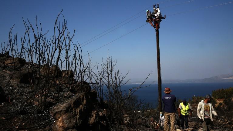 Евакуират хора заради голям горски пожар на гръцкия о. Закинтос