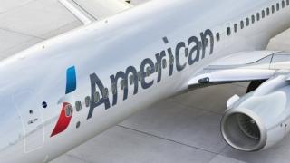 "Дим на борда приземи самолет на ""Американ еърлайнс"""