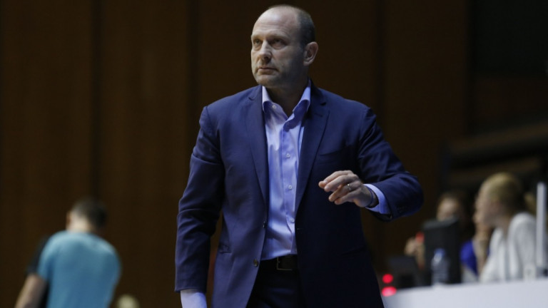 Тити Папазов няма да води Левски Лукойл срещу Академик