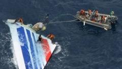 Прекратяват издирването на тела от падналия самолет