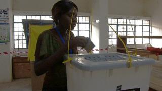 Южен Судан гласува независимостта си с песен на уста