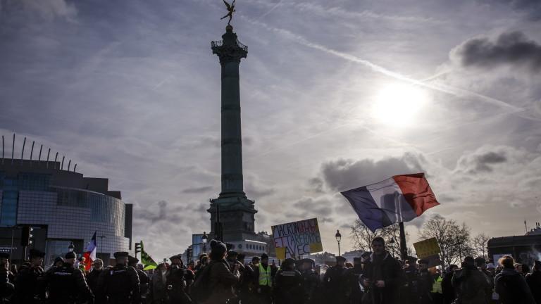 Mедицински сестри, учители и адвокати се присъединиха към протестите във Франция
