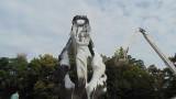 Мият Паметника на Съединението в Пловдив