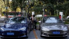 """""""Тесла"""" уволнява хиляди работници"""