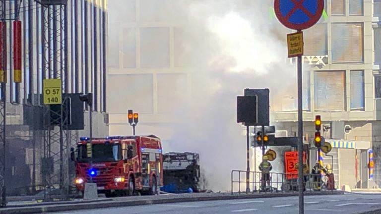 Автобус експлодирав центъра на Стокхолм, Швеция. Шокираните местни жители споделят