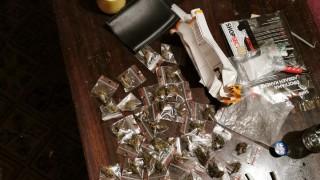 Полицаи откриха голямо количество наркотици в два имота