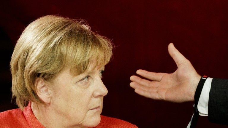 Меркел подкрепи Рахой за единството на Испания