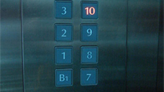 Откриха трупа на мъж в асансьор