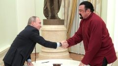 Киев наложи 5-годишна забрана на Стивън Сегал, бил заплаха за националната сигурност