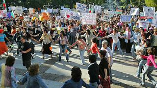 Хиляди учители протестираха пред Народния театър